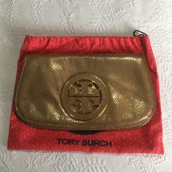 2ce19757d58c Gold Tory Burch Amanda Crossbody Clutch. M 5a9d97223b16089442a69a85